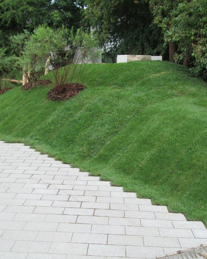 Verlegung von Rollrasen von Jung Garten- & Landschaftsbau